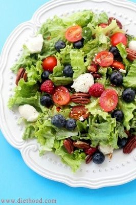 Berry Caprese Salad with Homemade Balsamic Vinaigrette*